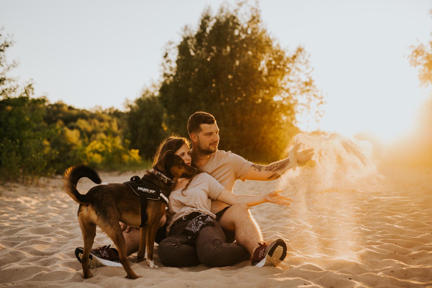 sesja narzeczeńska Wisła warszawa Goczkowski Górecka fotograf ślubny warszawa zachód słońca sesja z psami